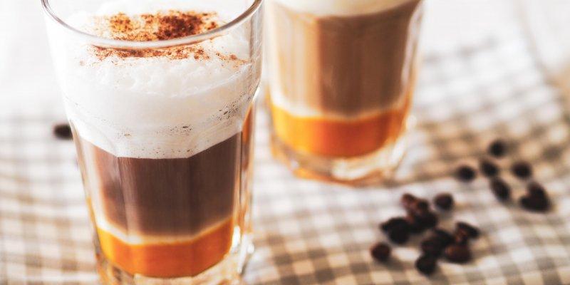 Dýně v kávě? To není žert, ale podzimní hit jménem dýňové latté