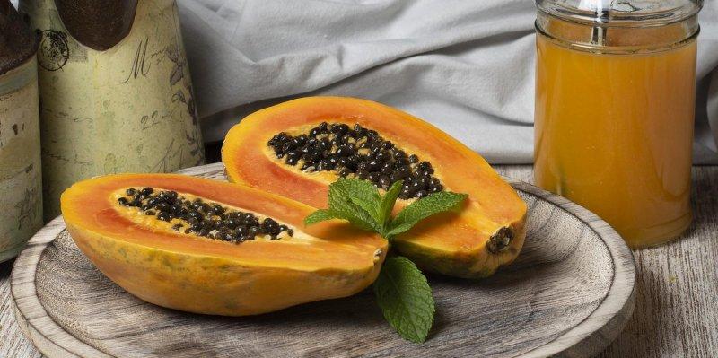 Jak poznat zralou papáju? Zjemní maso a semena použijete jako pepř